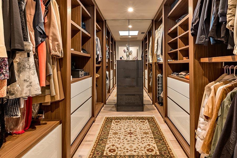пол в гардеробной комнате
