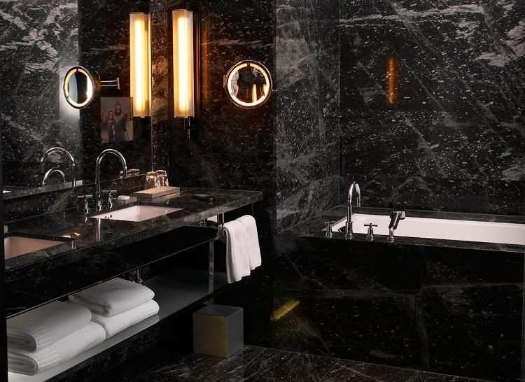 ванная комната в черном мраморе