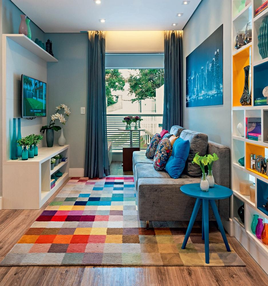 Apartamento de 55m2 tem projeto moderno e colorido sala estar 2 1