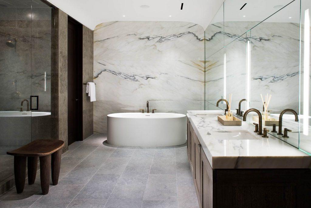 дизайн ванны мрамор и дерево