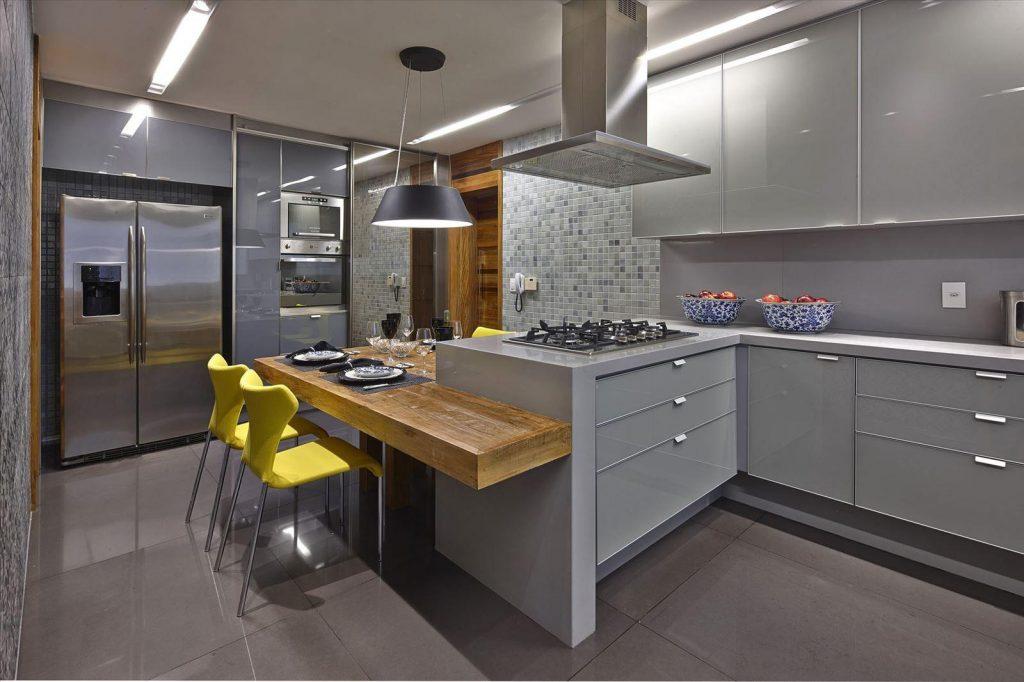 Светло-серая кухня